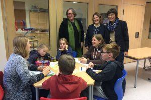 Aktion vor Ort:  Die Abgeordnete Annette Watermann-Krass (SPD) besuchte die Dechant-Wessing-Grundschule in Hoetmar