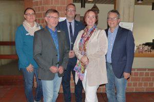 Aktion vor Ort: Angela Freimuth (FDP) besucht die Akademie Biggesee