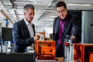 Aktion vor Ort: MdL René Schneider besucht das FabLab der Hochschule Rhein-Waal