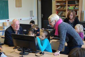 Aktion vor Ort: MdL Thomas Nückel (FDP) besuchte die Grundschule an der Forellstraße