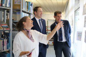 Aktion vor Ort: MdL Jens Kamieth (CDU) besuchte Bibliothek Neunkirchen