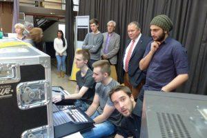 Aktion vor Ort: MdL Josef Hovenjürgen (CDU) besuchte das Ausbildungsfernsehen im Hans-Böckler-Berufskolleg Marl
