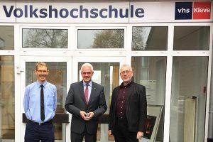Aktion vor Ort: MdL Dr. Günther Bergmann (CDU) informierte sich bei der VHS Kleve über das medienpädagogische Angebot
