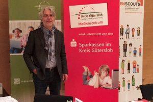 Aktion vor Ort: MdL Hans Feuß (SPD) vertiefte seine Kenntnisse der Medienkompetenz im Medienzentrum Gütersloh