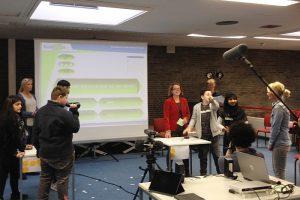 """Aktion vor Ort: MdL Nadja Lüders (SPD) besuchte das Projekt Märchen 3.0: """"Wie gehen wir im Internet miteinander um?"""""""
